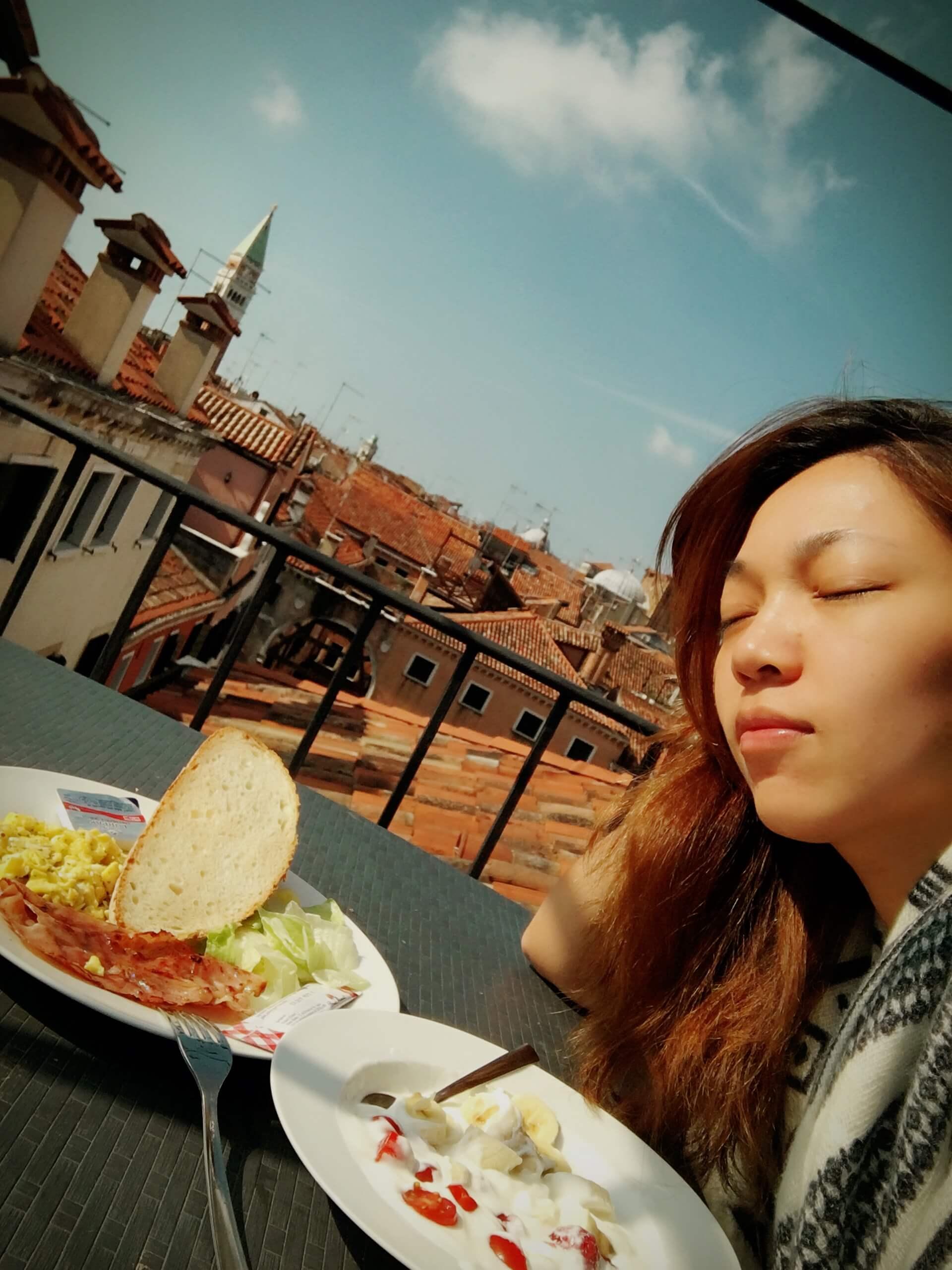 威尼斯的屋頂上吃早餐|海外婚紗
