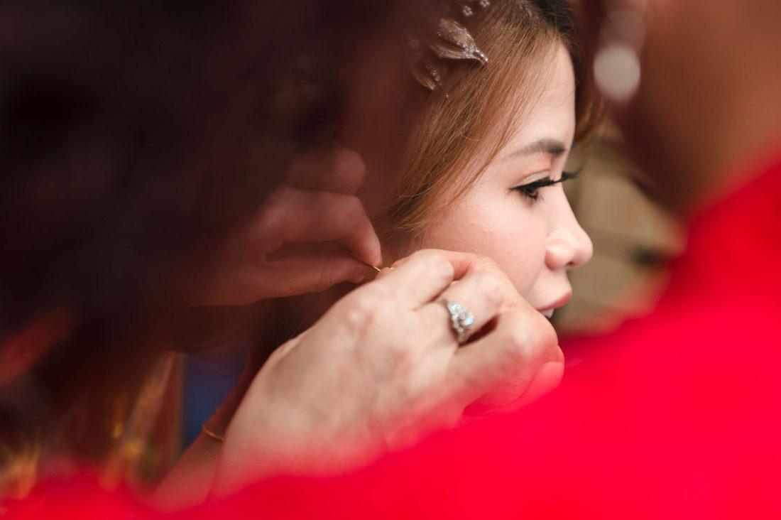 訂婚戴耳環